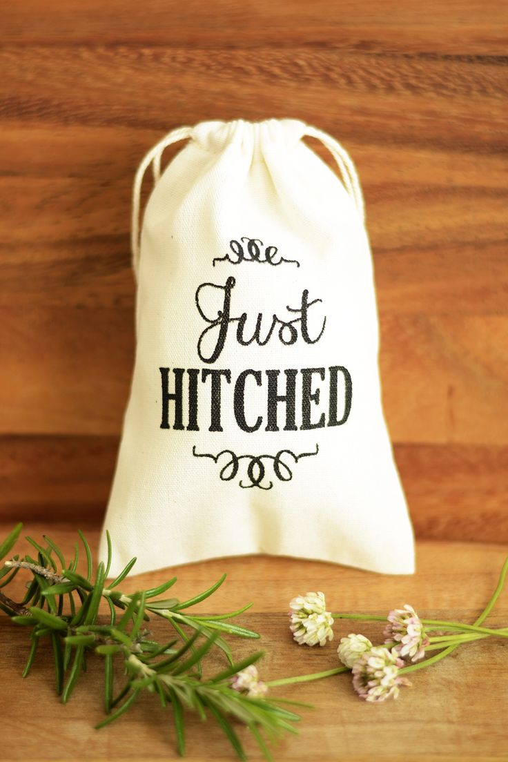 Just Hitched Wedding favour bags, wedding favor bags, muslin favor bags, small muslin bags, thank you bags, wedding gift bags, muslin pouches, wedding favour pouches