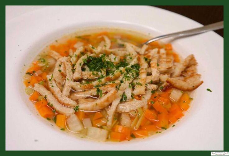 Flädlesuppe - Ein Rezept für einen kulinarischen Gruß aus den Alpen - Frittatensuppe kochen **by: missmommypenny.de **