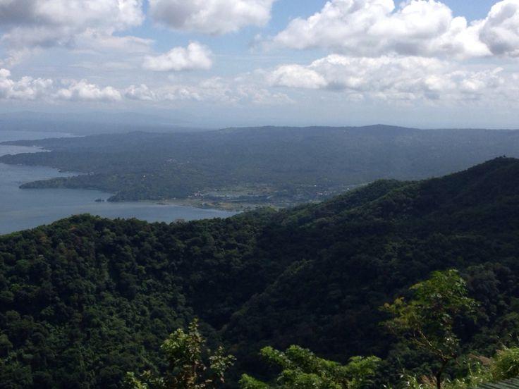 タガイタイ タール火山