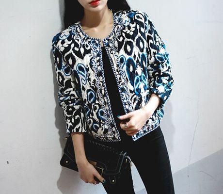 Loveliness of the female clothing shop. [Whitefox] Bibim seolbim laser beam quiltingJK / Size : M,L / Price : 44.68 USD #korea #fashion #style #fashionshop #apperal #koreashop #ootd #whitefox #outer #jacket