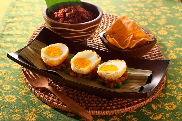 Sambal Goreng Telor met boontjes met Indonesische pittig gekruide eieren