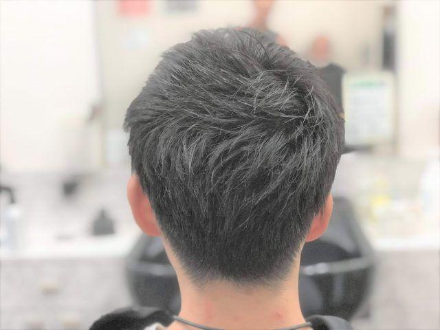 ツーブロック後ろのおすすめの形は 後ろ姿だけの髪型100選 後ろの頼み方は かぶせると刈り上げの違いを現役理容師が解説 サロンセブン 高校生 髪型 刈り上げ 男子 ヘアスタイル