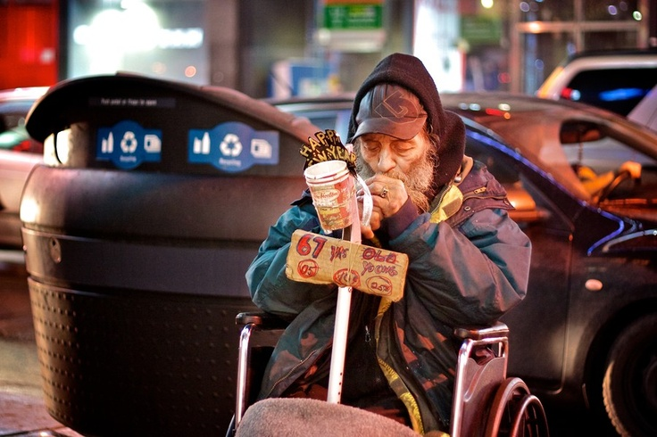 Dundas Square, Toronto, Canada - HomeLess, HomeLessNess, Sans Abris, Poverty, Pobreza, Pauvreté, Povertà, Hopeless, JobLess, бідність, Social Issues, Awareness