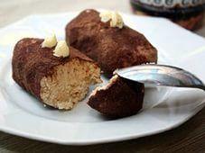"""Пироожное картошка...5. Продукты (на 10 порций): Для бисквита: 3 яйца 90 г сахара 75 г муки 15 г крахмала Для крема: 125 г сливочного масла 65 г сахарной пудры (!) 50 г сгущенки 1 ложка бейлиса (можно коньяка, рома) Какао-порошок Способ приготовления: Приготовление пирожного """"Картошка"""": Печем бисквит: 1. Белки отделяем от желтков. 2. Желтки взбиваем с 2/3 сахара до белого крема. 3. Белки взбиваем в пену, добавляем оставшийся сахар и взбиваем в крепкую пену. 4. Белки смешиваем с желтками…"""