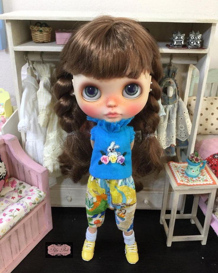 www.etsy.com/shop/piffypink  @piffypink_poupae #piffypinkclouds #blythedoll #blythethailand #piffypink #blythe #ブライズ #dollstagram #blythestagram #blythedress #pureneemo #pureneemobody #licca #liccachan #liccadoll #quilt  #liccaclothes #blythedolls #blytheworld #blythegram #embroid #applique #handembroidery #azone  #stitch #needlework #craft #blytheoutfit #blytheclothes