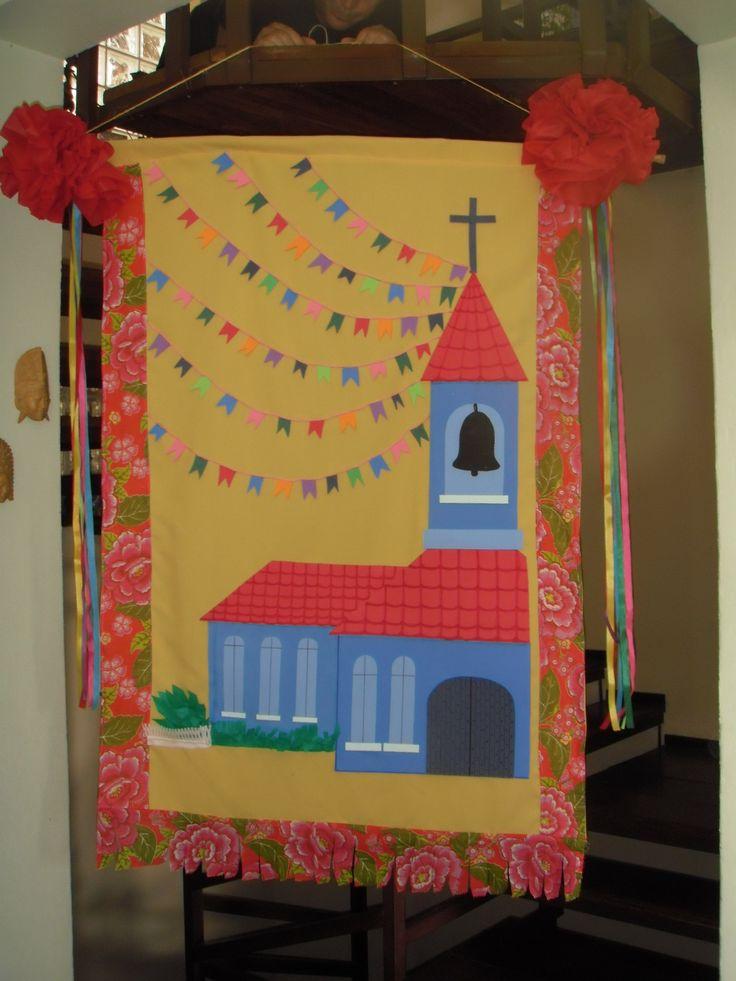 """Estandarte 3 - """"A Capelinha de São João"""" ; tecido, EVA e TNT- Encomendas umporum@umporumvivianbraga"""