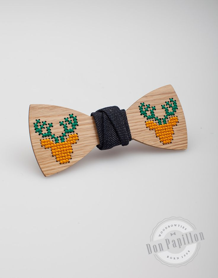 A great Chistmas gift idea: a wood bow tie sewed by hand, with reindeer pattern.