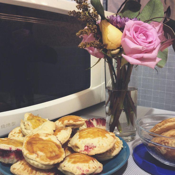 Маленькие пирожки с персиком и марципаном Вам пригодится Основы— с чего всё начинается, рецепты теста, кремов и обучающие материалы Похожее рубленное тесто для галет Другие порционные десерты Печеньебрауни с ореховой пастой Ламингтон — чудо из Австралии Печенье из журнала Kinfolk без яиц Тыквенное безумие Вафельное печенье с меренгой и ягодами Недавние обзоры