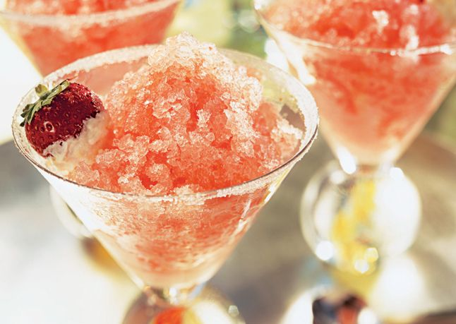 So pretty and delicious looking...Pink Grapefruit, Strawberry, and Champagne Granita with Sugared Strawberries