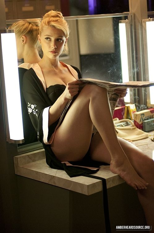 Amber Heard - by Evynne Labeau Amber likes to read :-) #Blonde http://goldblood.biz/blonde-49/