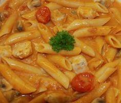All-In-One Hähnchenbrust und Nudeln in einer Schinken-Champignon-Weißwein-Tomatenrahmsauce