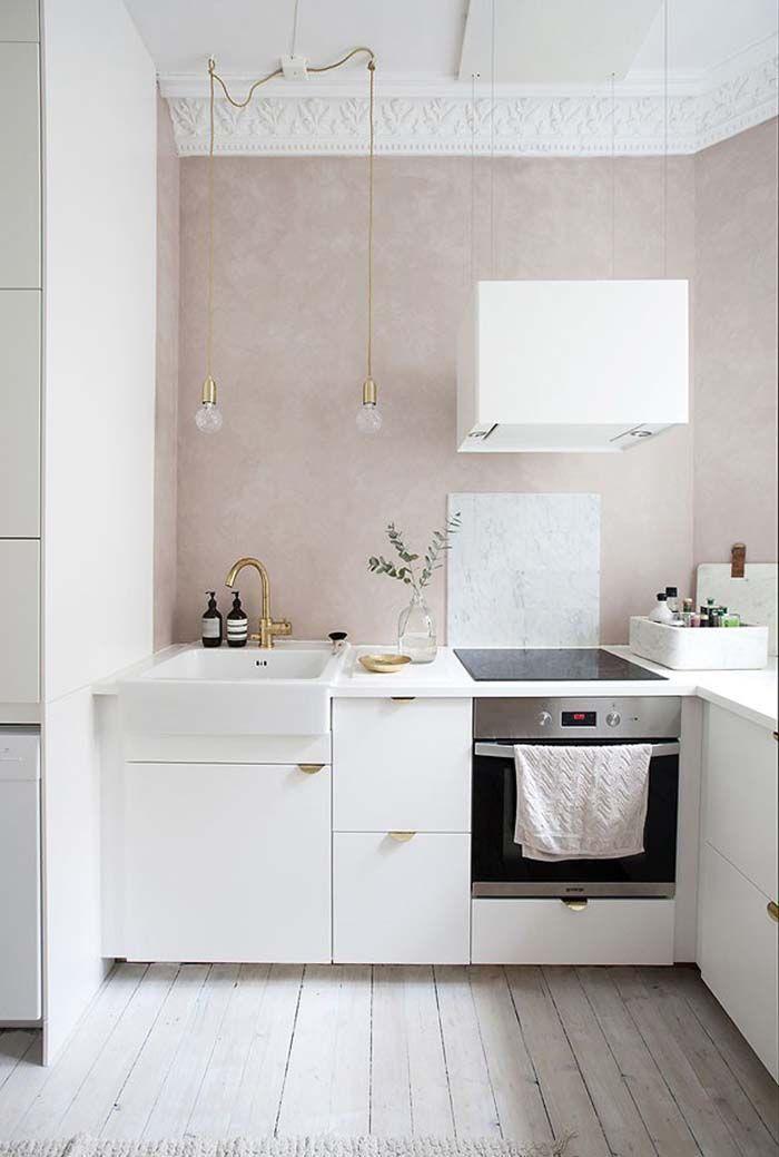 Kuche In Weiss Und Rosa Traumhaft Und Minimalistisch Innenarchitektur Kuche Haus Interieurs Minimalistische Einrichtung