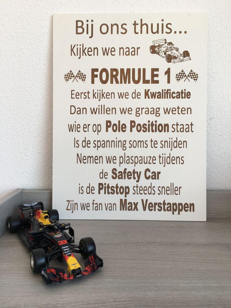 Tekstbord bij ons thuis kijken we Formule 1 Max verstappen