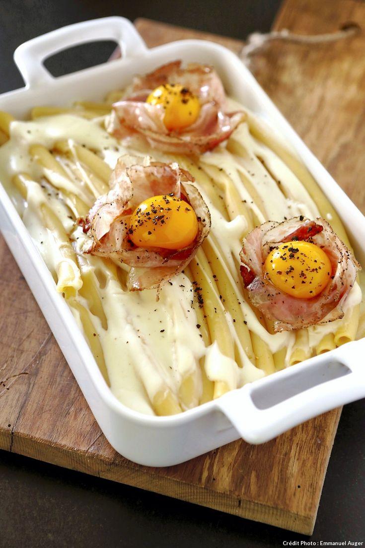 Gratin de pâtes, façon carbonara - Ce plat est à mi-chemin entre le gratin de pâtes et les pasta « alla carbonara », avec le jaune d'oeuf cru et l'incontournable guanciale.