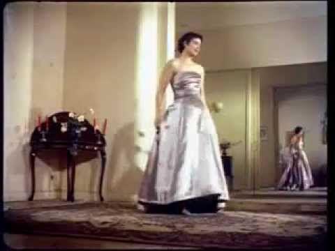 Η Ρένα Βλαχοπούλου σε Οίκο Μόδας