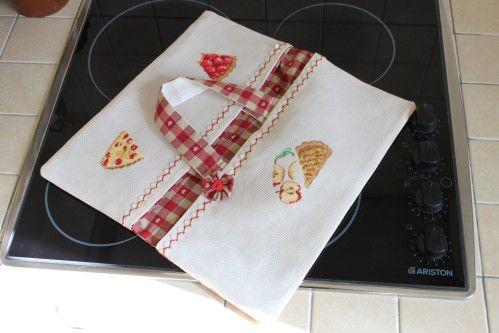 Il a quelques temps, je présentais des douceurs à croquer... ...du regard sans modération et sans conséquences... Pour des cadeaux secrets maintenant révélés... Certaines avaient trouvé ! Ces gourmandises illustraient Des sacs à tartes pour distribuer...