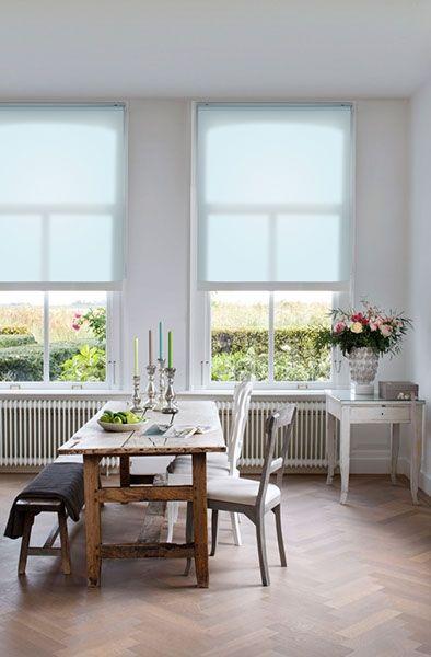 Dit rolgordijn met een zachte pastel kleur past zeer goed bij een romantisch interieur. Rolgordijnen zijn er in vele variaties. Naast de stof kunt u verschillende opties kiezen om uw rolgordijn te personaliseren naar uw eigen smaak.