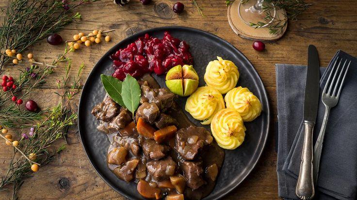 Stoofpotje van everzwijn met pastinaak, pommes duchesse en vijg  | VTM Koken