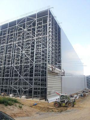 VW Werk Salzgitter Hochregal Industriebau Stahlbau Hallenbau Dach und Fassadenbau Trapezblech Sandwichpaneele ISO-Paneele Classe Teleskoplader Rohbau SOKA-BAU BG-BAU Stahl