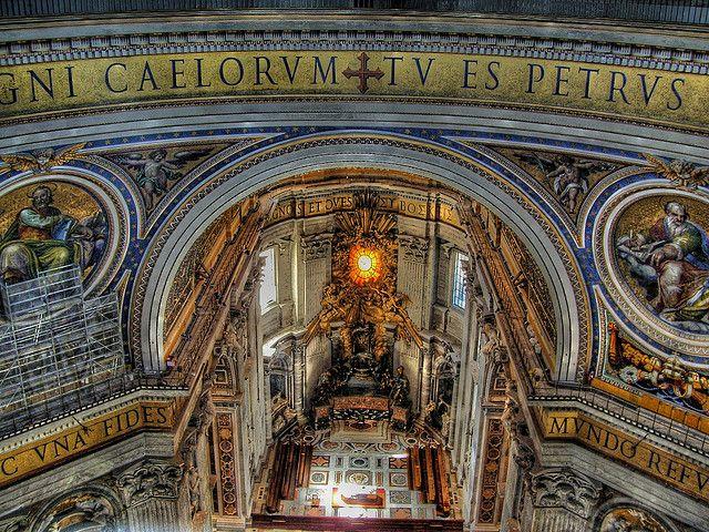 世界遺産 サンピエトロ大聖堂の内部 バチカン市国の絶景写真画像  バチカン市国