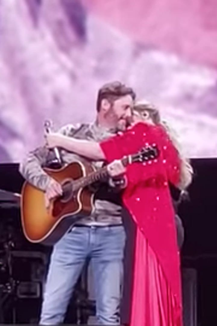 Kelly Clarkson S Piece By Piece Performance Got Extra Emotional When Her Husband Surprised Her Kelly Clarkson Wedding Kelly Clarkson American Idol Winner