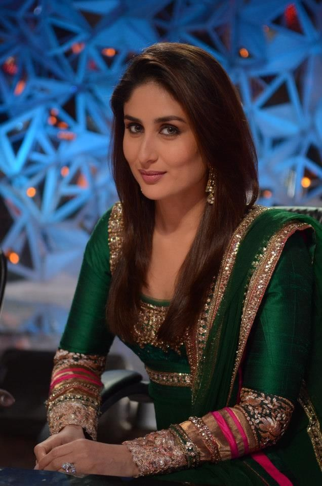 Kareena Kapoor on the sets of dance reality show Jhalak Dikhla Jaa. She is seen here having fun with the judges Madhuri Dixit and Karan J...