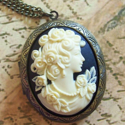 Image Source Page:  Antiquing On Line - Antique Jewelry, Vintage Jewelry, Victorian & Estate Jewelry