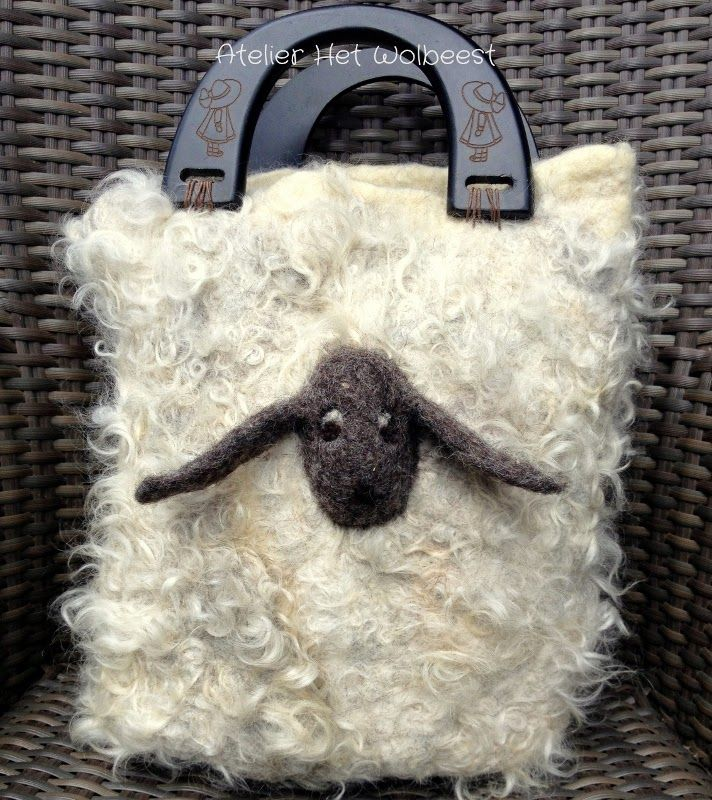 HetWolbeest: In de vacht gevilt... Raw fleece bag...
