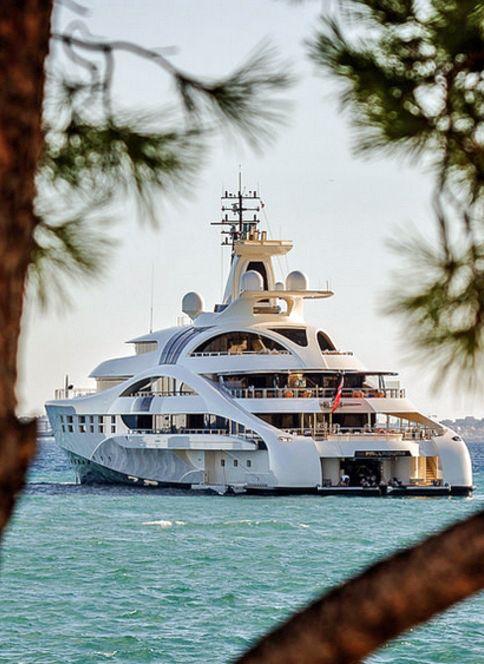 "Blohm + Voss 96m motor yacht, ""Palladium"""