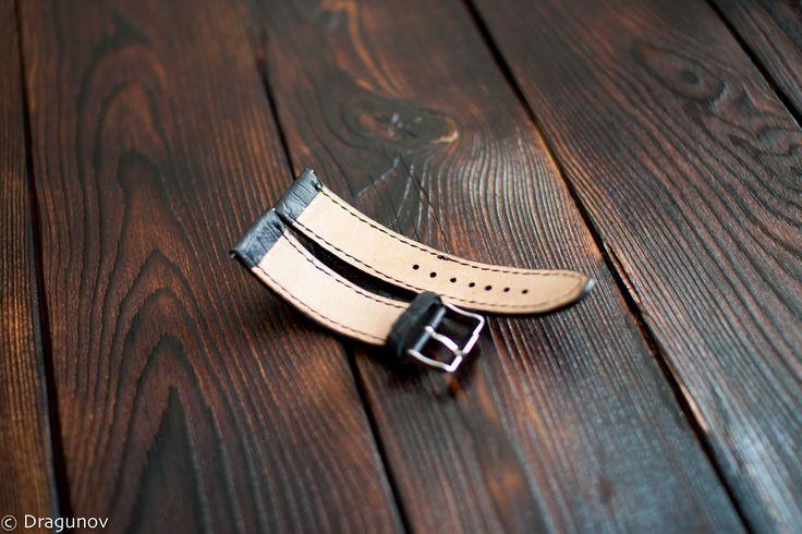 Браслет для часов из натуральной кожи с тиснением под крокодиловую. #кожа #браслет #часы #ручнаяработа #leather #handmade #workshop #leathergoods #leathercraft #watch #watchstrap #dragunov