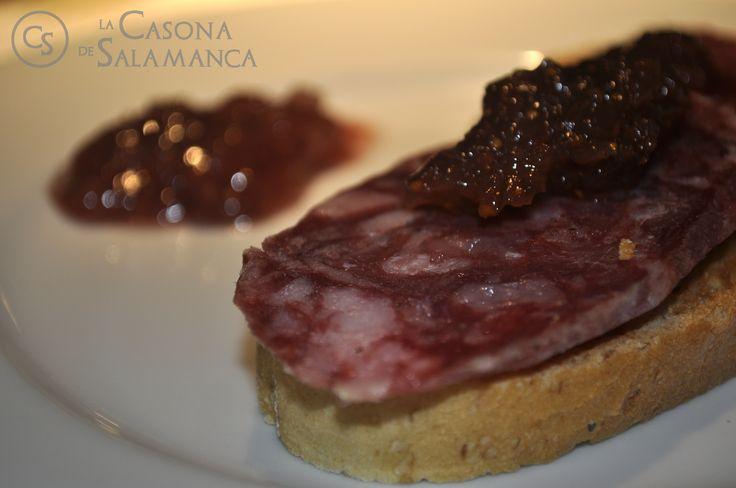 Tosta de #salchichón #ibérico con mermelada de tomate.