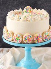 BAILEYS fosco Vanilla Cookies Camada bolo - camadas de bolo são aromatizados com creme fosco Vanilla Cookie, então preenchido com um recheio bolinho de açúcar!