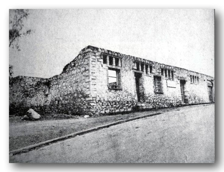 """Το σπίτι της Ισιδώρας και του Ραϊμόνδου Ντάνκαν,  το """"Ανάκτορο του Αγαμέμνονα"""", πριν την ανακατασκευή του. Το 1980, ο Δήμος Βύρωνα, μετά από αίτημα διεθνών οργανισμών για το χορό και τιμώντας το έργο και την προσφορά της Ισιδώρας Ντάνκαν, ανέλαβε την ανακατασκευή του κτηρίου, οι εργασίες του οποίου ολοκληρώθηκαν το 1992,και το αφιέρωσε και πάλι στην τέχνη του χορού."""