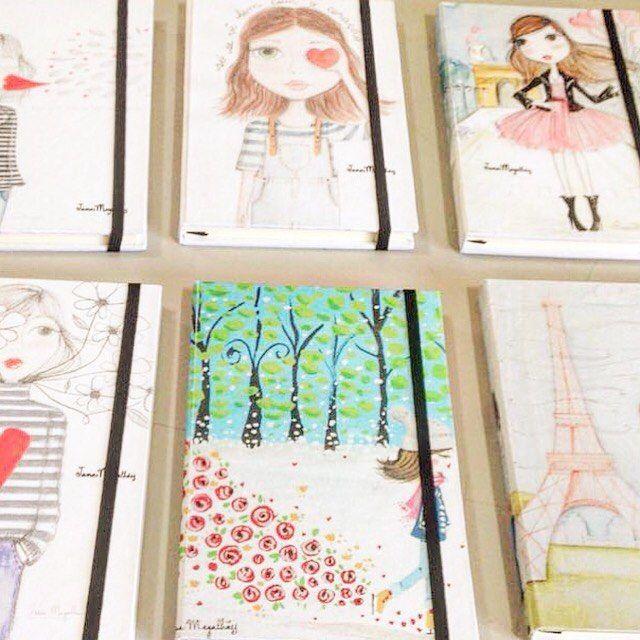 Pensa em alguém feliz... Olha quem tá chegando ✎♡♡♡♡♡♡✎ #janamagalhaesilustradora #janamagalhaes #ilustracao #arte #art #illustration #liquidacao #liquidailustra #paris #backinstock #eiffeltower #lojaonlinejanamagalhaes #sale #drawing #draw #picture #artist #sketch #sketchbook #paper #pen #pencil #artsy #instaart #beautiful #gallery #creative #photooftheday #instaartist