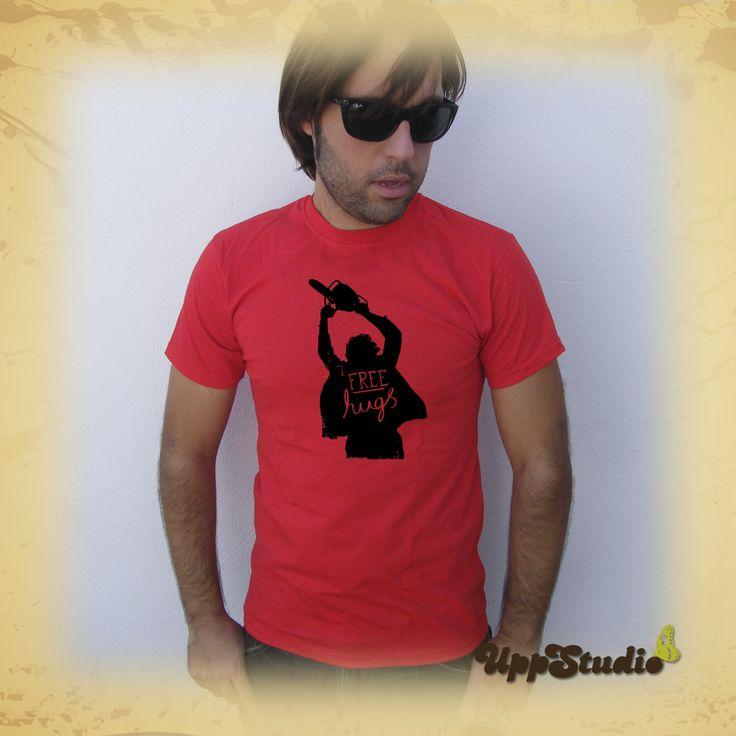 Camiseta #FreeHugs #AbrazosGratis La Matanza de Texas #Leatherface The Texas Chainsaw Massacre #TShirt #Tee #Diseño #Design con envío #gratis sólo en www.UppStudio.com