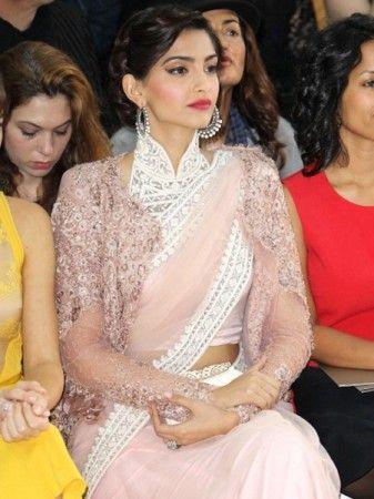 Sonam Kapoor Pink Beauty Bollywood Replica Saree To Buy Online http://trendzila.com/home/344-sonam-kapoor-pink-beauty-bollywood-replica-saree.html?search_query=177&results=1