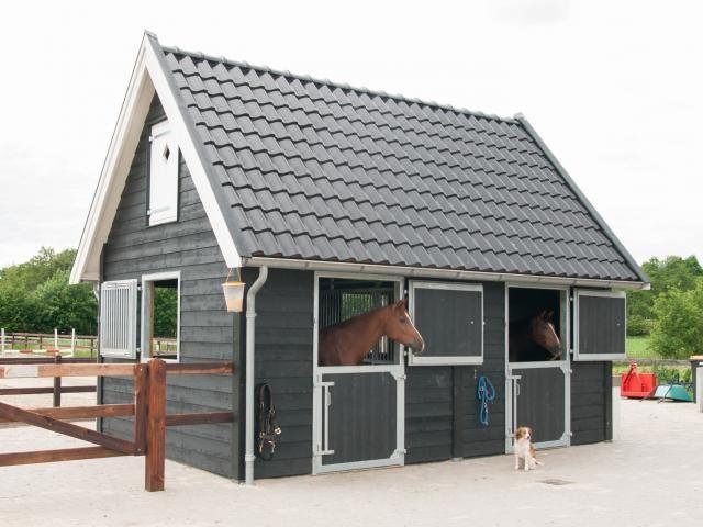 5. Moderne houten paardenstal en profesionele paardenstaldeuren met zadeldak 25m2