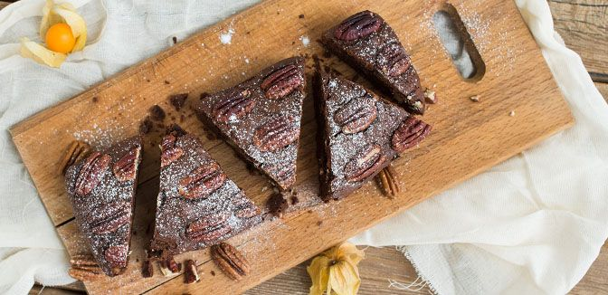 Jours Heureux est ravi de vous proposer une recette succulente de gâteau au chocolat et aux noix qui saura faire le plaisir de tous les gourmands, les petits comme les grands, que ce soit pour le goûter ou le dessert. A découvrir sur www.pargourmandise.fr