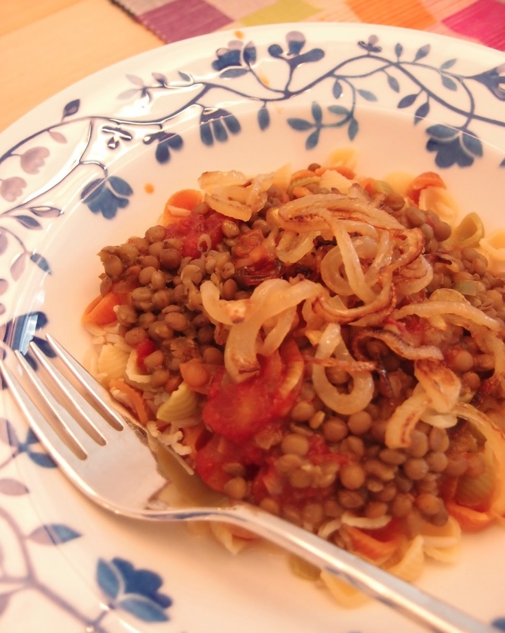 Kushari - street food from Egypt by Tummies full at massuttaynna.blogspot.fi