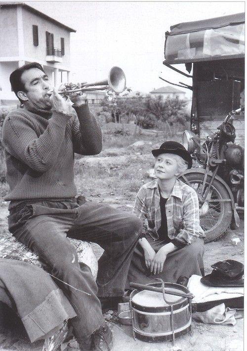 Anthony Quinn and Giulietta Masina in La Strada (La strada, dir. Federico Fellini, 1954)