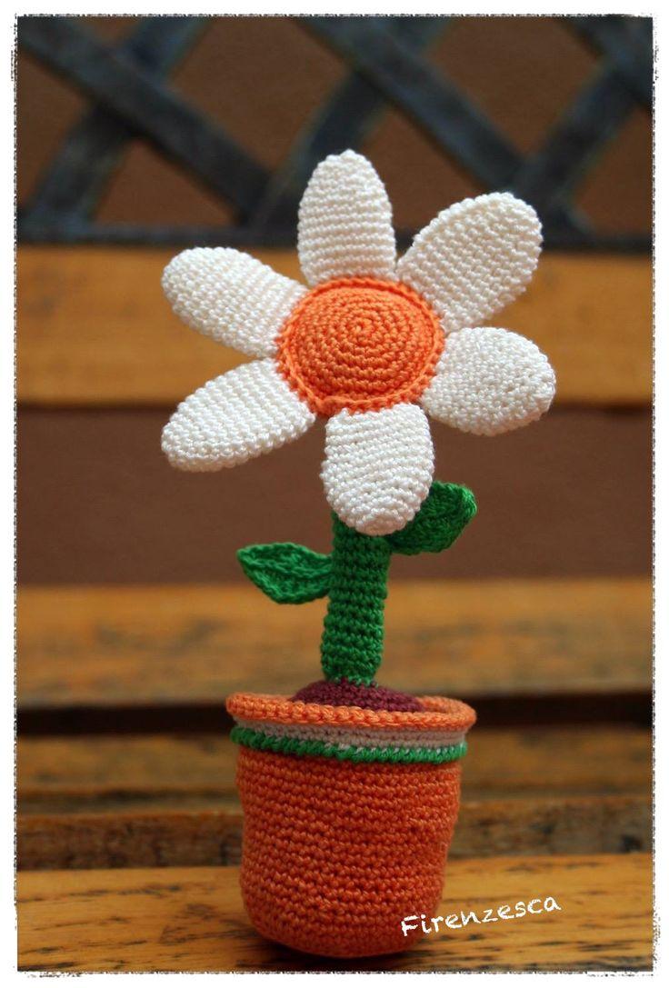 """amigurumi daisy flower crochet margherita fiore uncinetto """"Francesca Birini"""" tutorial in italiano http://www.creativitaorganizzata.it/2014/08/05/amigurumi-vaso-con-fiori-spiegazioni/"""
