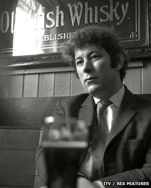 Seamus Heaney in the pub.