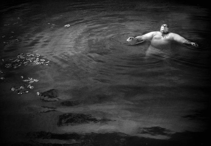 Fotograf Håkan Brattlöf, Avesta, Dalarna. Surrealistiskt fotografi och naturfotografi, Utbildad Christer Strömholms Fotoskola. Höstsalongen på Fotografiska