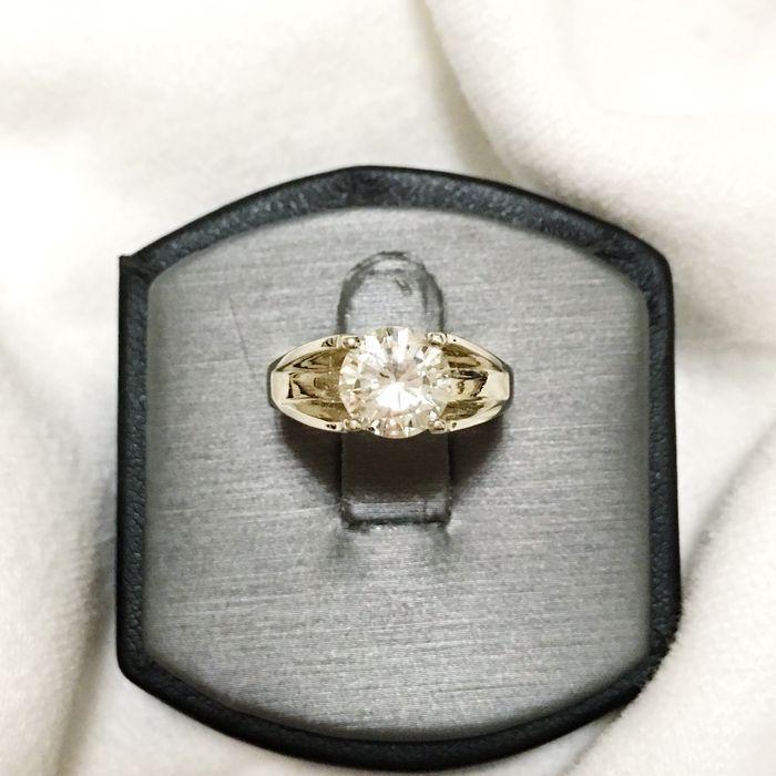Gouden ring met een 1.50 ct solitaire diamant SI1 /I - ringmaat 6 (VS)  Wit gouden ring 14kt instellen met een 1.50ct solitaire diamantHallmarkedGewicht: 5gDiamond: 1.5ctKleur: ikDuidelijkheid: SI1Cut: briljante rondeRingmaat 6In nieuwstaatGratis levering en verzekerde UPSWij zorgen voor de plicht en de belasting.  EUR 550.00  Meer informatie