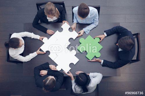 """Скачивайте роялти-фри фото """"Business people assembling puzzle"""", сделаную alotofpeople по самой низкой цене на Fotolia.com. Полистайте наш банк изображений и найдите идеальную стоковую фотографию для вашего маркетингового проекта!"""