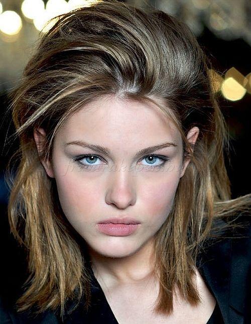 félhosszú+frizurák+egyenes+hajból+-+női+frizura+félhosszú+hajból