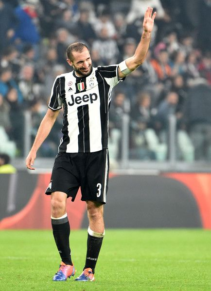 Giorgio Chiellini of Juventus celebrates after scoring 4-1 during the Serie A match between Juventus FC and UC Sampdoria at Juventus Stadium on October 26, 2016 in Turin, Italy.