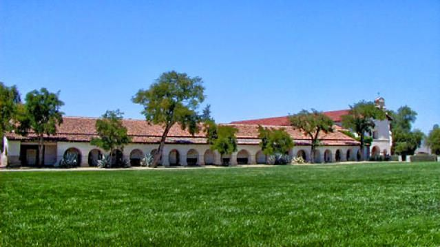 Quick Guide to Mission San Juan Bautista: for Visitors and Students: Mission San Juan Bautista Exterior Picture
