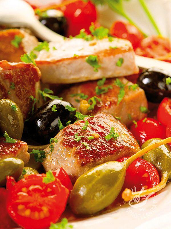 Il Tonno alla messinese è un mix vincente di aromi, profumi e sapori che conquisteranno il palato di grandi e piccini. Buonissimo e molto salutare.