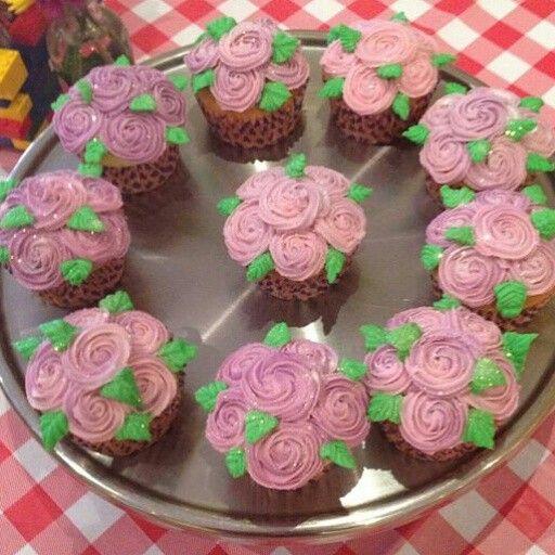 Rose cupcakes by Raquel Monteiro